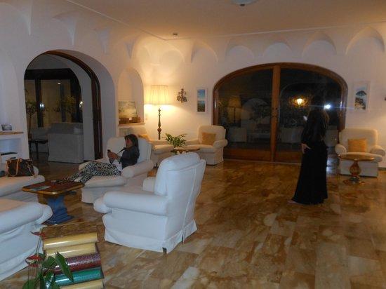 BEST WESTERN Hotel Syrene: En el amplio estar, luego de un dia de actividad.