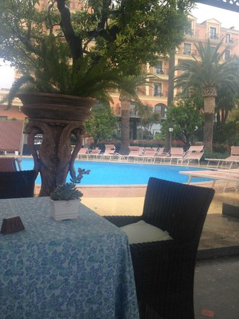 Grand Hotel Royal: Pool and Hotel