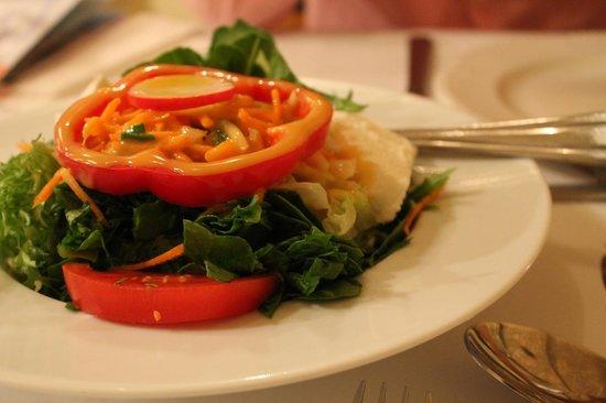 O Tzitzikas Ke O Mermigkas: Salad to share