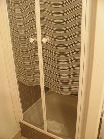 Hôtel Kerloc'h Gwen : douche