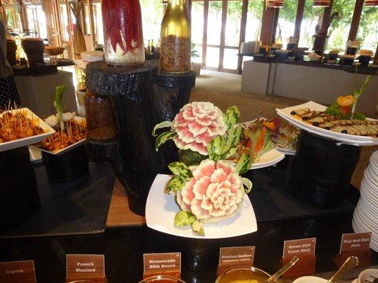 Vilamendhoo Island Resort & Spa : FOOD is good