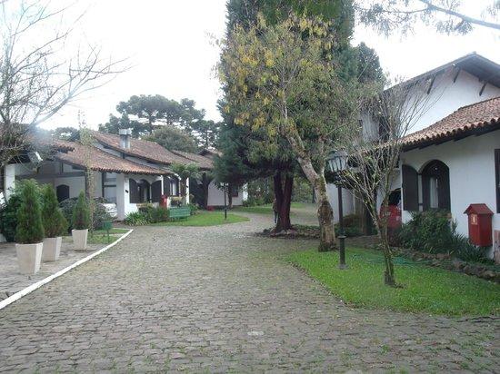 Vila Suzana Parque Hotel: AREA EXTERNA CHALES