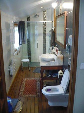 Le Petit Tertre: Banheiro do quarto