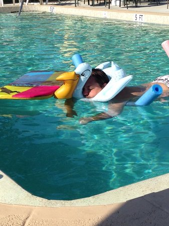 Hideaway Waterfront Resort & Hotel : Kenny taking a relaxing float in the pool.