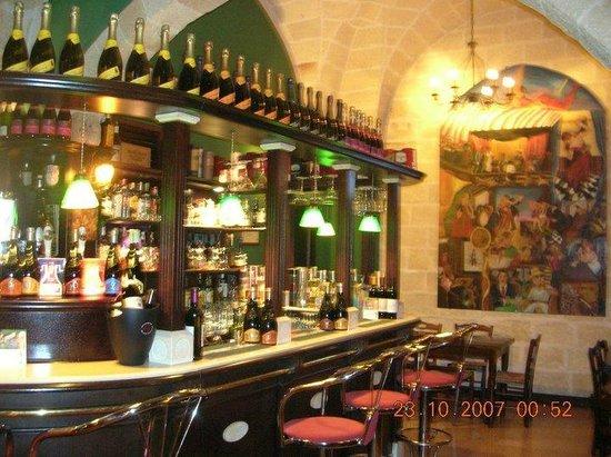 Bancone bar - Picture of Flatus Vitae, Erchie - TripAdvisor