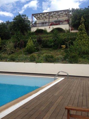 Kallisto Resort: Вид от бассейна на виллу