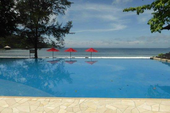 Bunga Raya Island Resort & Spa : Infinity Pool