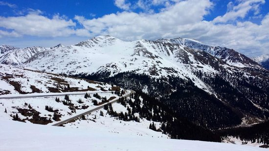 Independence Pass: Winding road