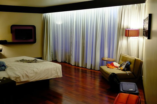 Pullman Bali Legian Nirwana : Inside The Room, Pardon The Mess