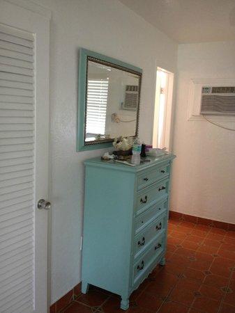 Palm Court Motel : Pam's handywork repainted dresser
