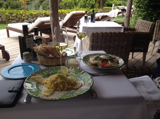 La Minerva: Perfect lunch by the pool