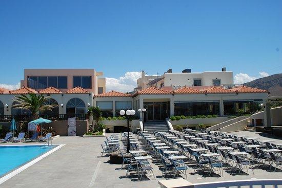 Europa Beach Hotel: Otoczenie wyjscie na basen  i teren wypoczynkowy