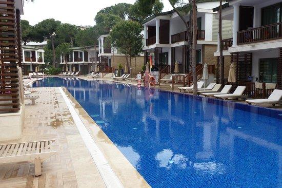 Voyage Belek Golf & Spa: dit zijn de kamers aan de pool. Geschikt voor 4 personen.