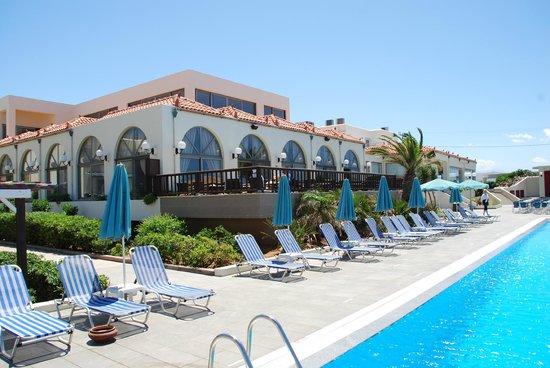 Europa Beach Hotel: hotel widok
