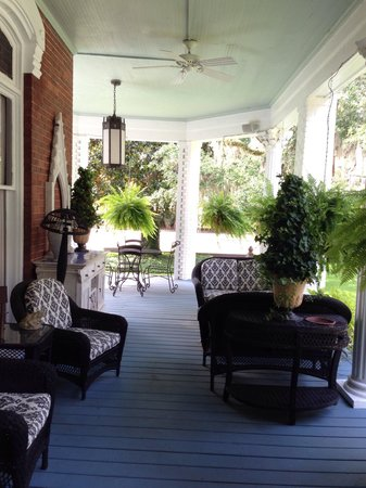 Brunswick Manor: Veranda