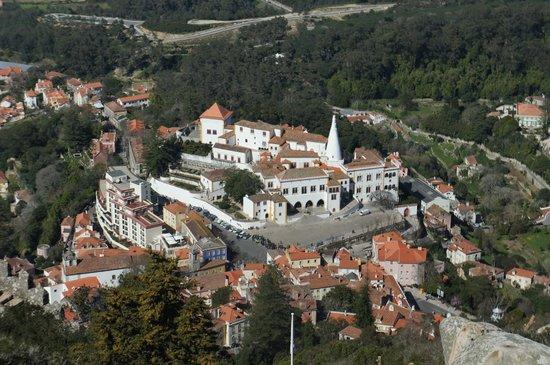Castle of the Moors: Cidade lá embaixo vista da torre mais alta do Castelo dos Mouros