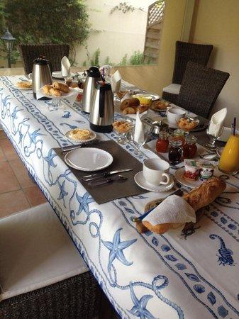 La Villa de l'Olivier: Petit déjeuner !!!!!