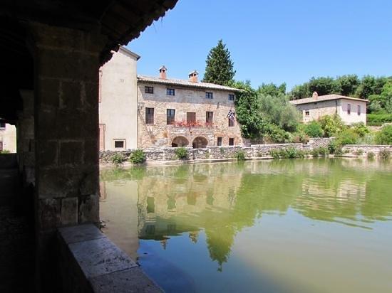 Ristorante La Parata: Cistern in Bagno Vignoni