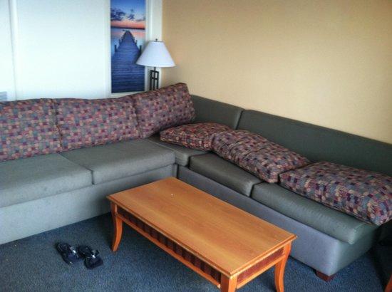 Dolphin Inn: Couch