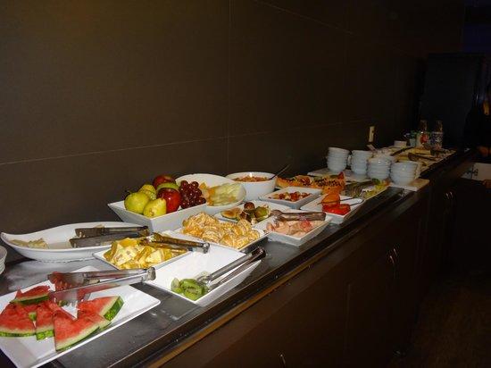 Novotel Porto Alegre Aeroporto : Muitas opções de frutas