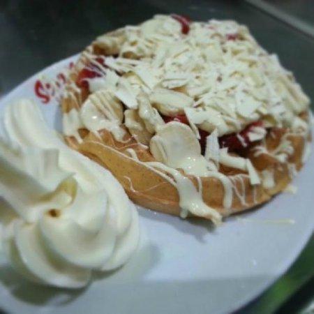 Scoops Gelato UK: The Scoops Gelato WHITE CHOC CREATION Waffle!