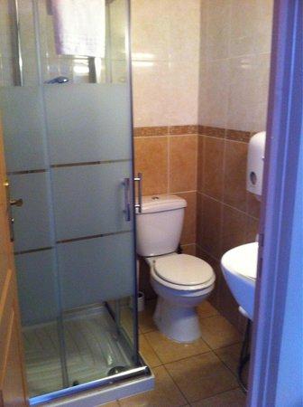 Reims Hôtel : Room 122 Bathroom