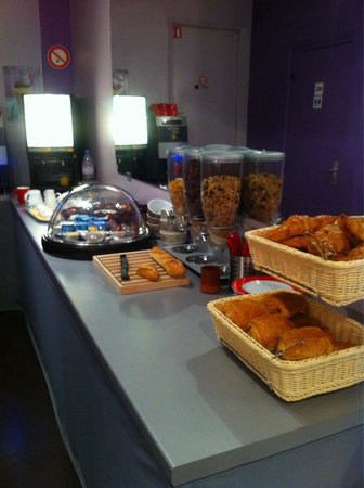 Reims Hôtel : Breakfast Offering