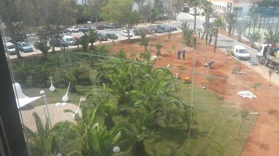 Hard Rock Hotel Ibiza: jardim quase concluído