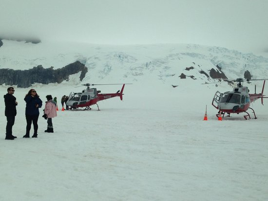 Temsco Helicopter Tours : Heli at dog camp