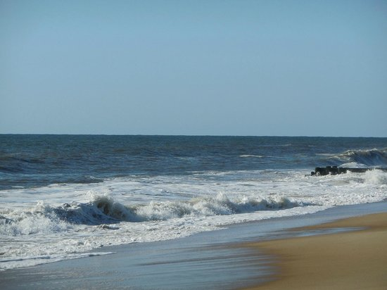 Rehoboth Beach : Waves Rolling In May 2014
