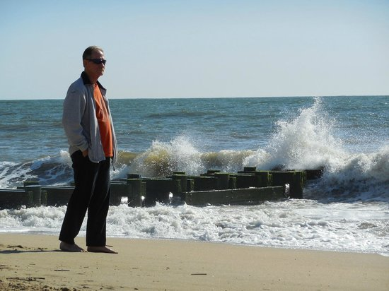 Rehoboth Beach : Breaking Waves on a Quiet May 2014 Morning