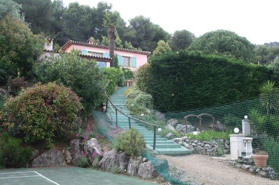 Le Mas des Cigales : uitzicht vanop het tennisveld