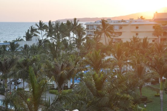 Hotel Riu Vallarta: from my balcony (courtside room)