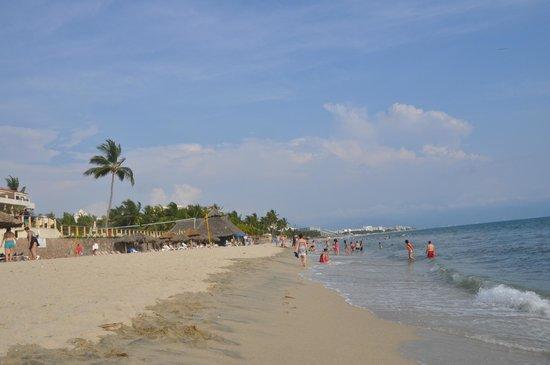 Hotel Riu Vallarta: large beach, loads of room for everyone