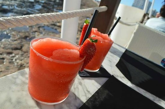 Mint Lounge : Strawberry Daquiris at Sunset