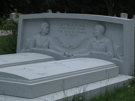 Hope Cemetery : Forever together