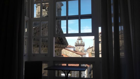 Hotel Gastronomico San Miguel: Santiago blue skies across the rooftops