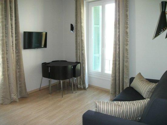 Ajoupa Apart'hotel Nice : salon appartement suite