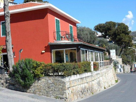 Baia dei Gabbiani: ingresso affittacamere ristorante