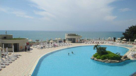 Melas Resort Hotel: Blick vom Zimmer auf den Pool