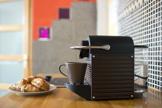 Ajoupa Apart'hotel Nice : machine espresso dans double supérieur et suites
