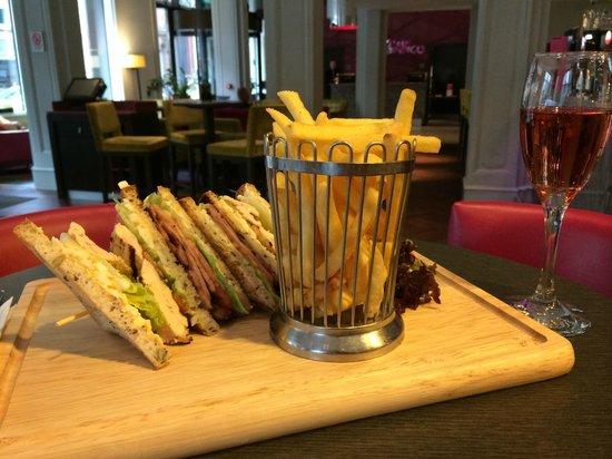 Hotel Indigo Glasgow: Delicious gluten free club sandwich!