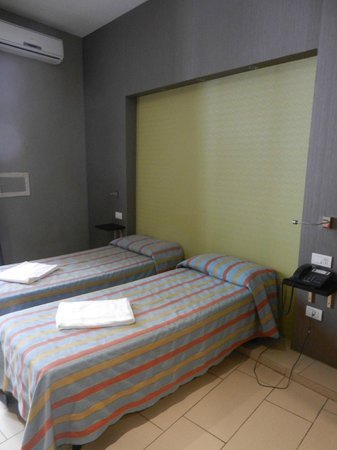 Hotel Principe Napolit'amo : Chambre twin 2ème étage
