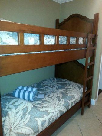 Wyndham Vacation Resorts Panama City Beach: Bunk beds that were located in the long hallway
