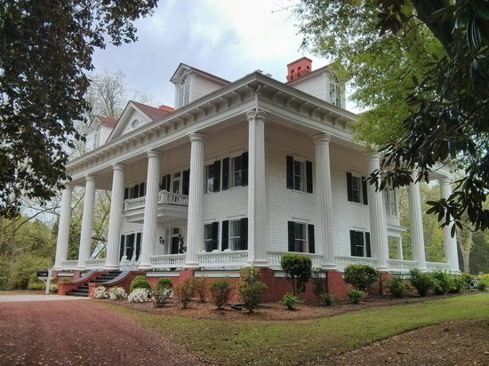The Twelve Oaks Bed & Breakfast: The Mansion
