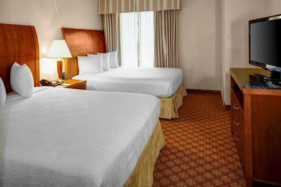 Hilton Garden Inn Wilmington Mayfaire Town Center: Spacious Queen-Queen rooms