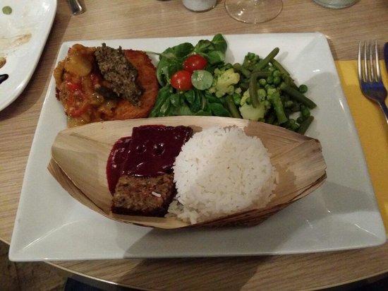 Le Passage Oblige: Assiette Pas-sage tapenade, salsa de légumes sur rostï, riz basmati, pôélée gourmande, mezzée d