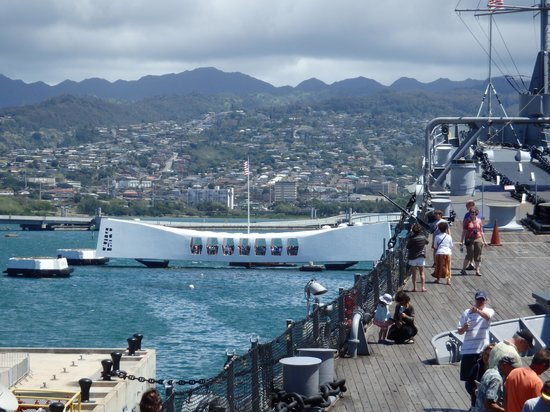 Discover Hawaii Tours: USS Arizona from the Mighty Mo