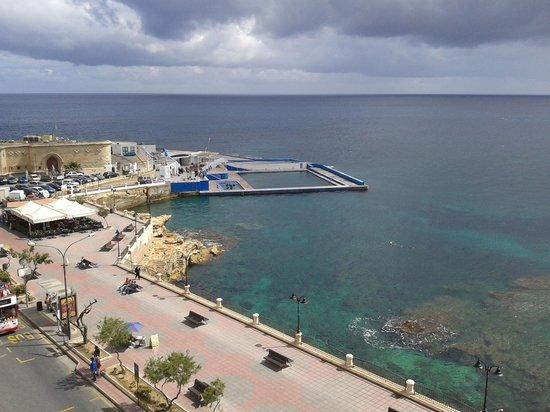 Sliema Chalet Hotel : Вид с балкона из номера с видом на море