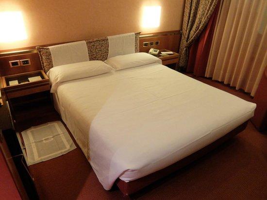 Michelangelo Hotel: bedroom